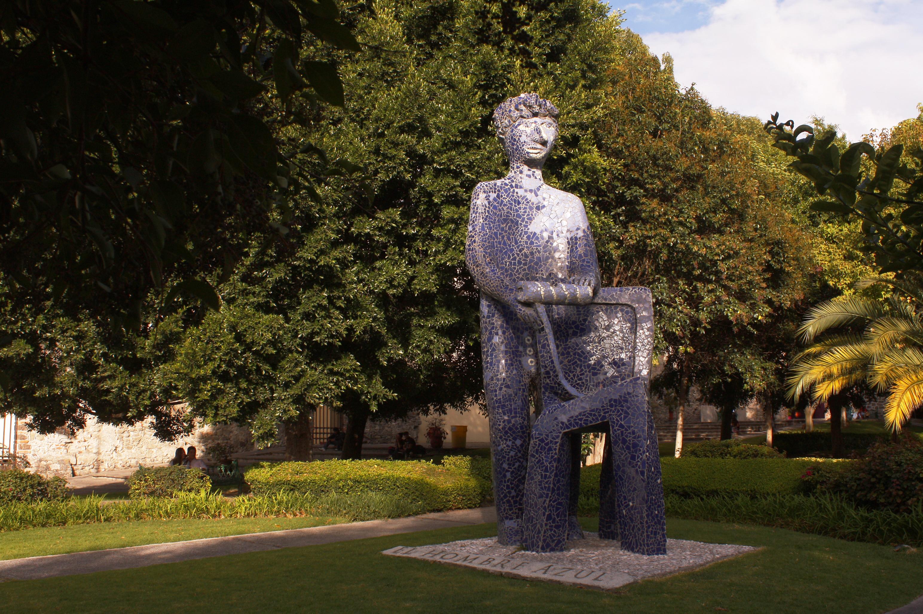 vista de El Hombre Azul de Puebla en el Parque San Francisco